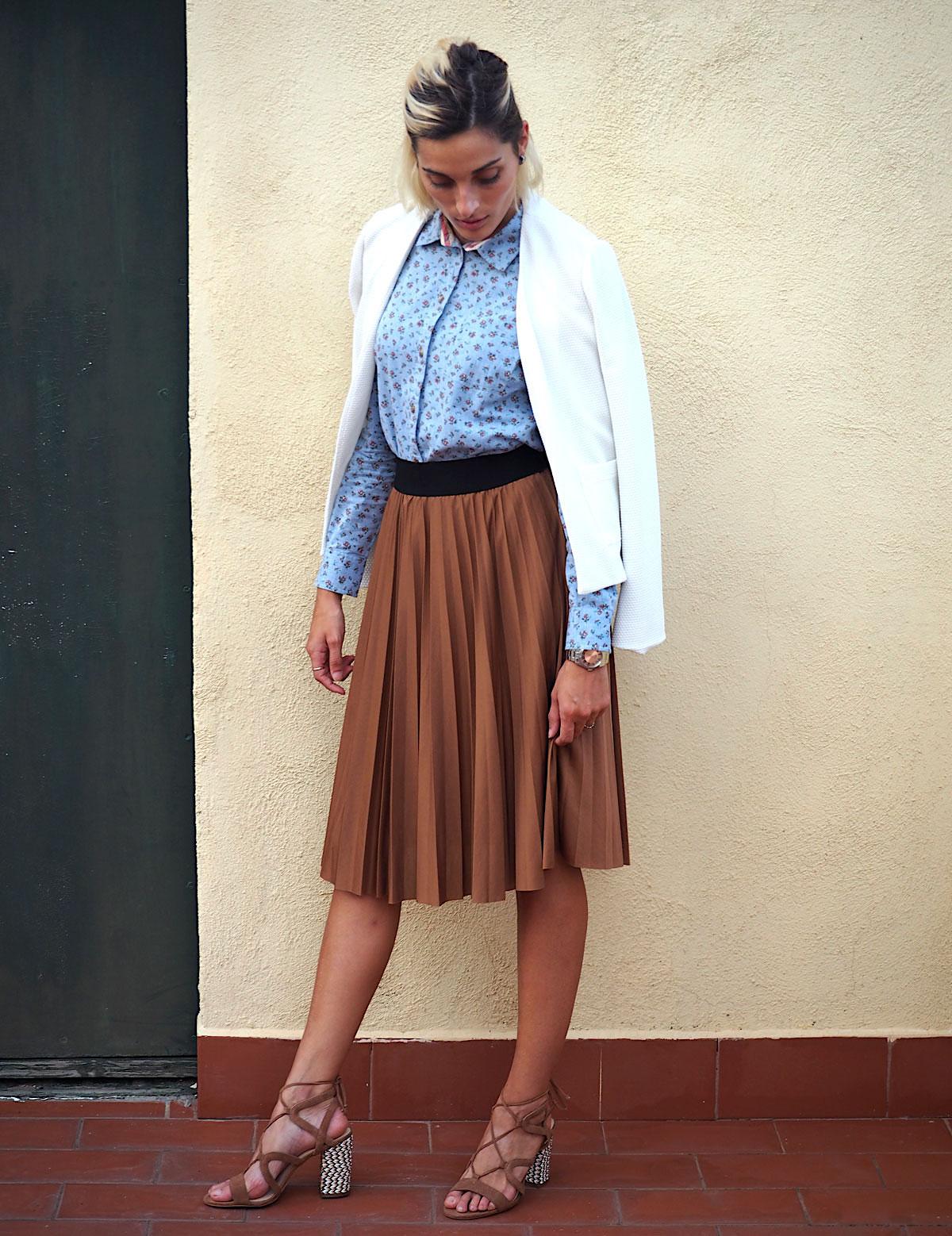 camisa estampada y falda plisada marron mango