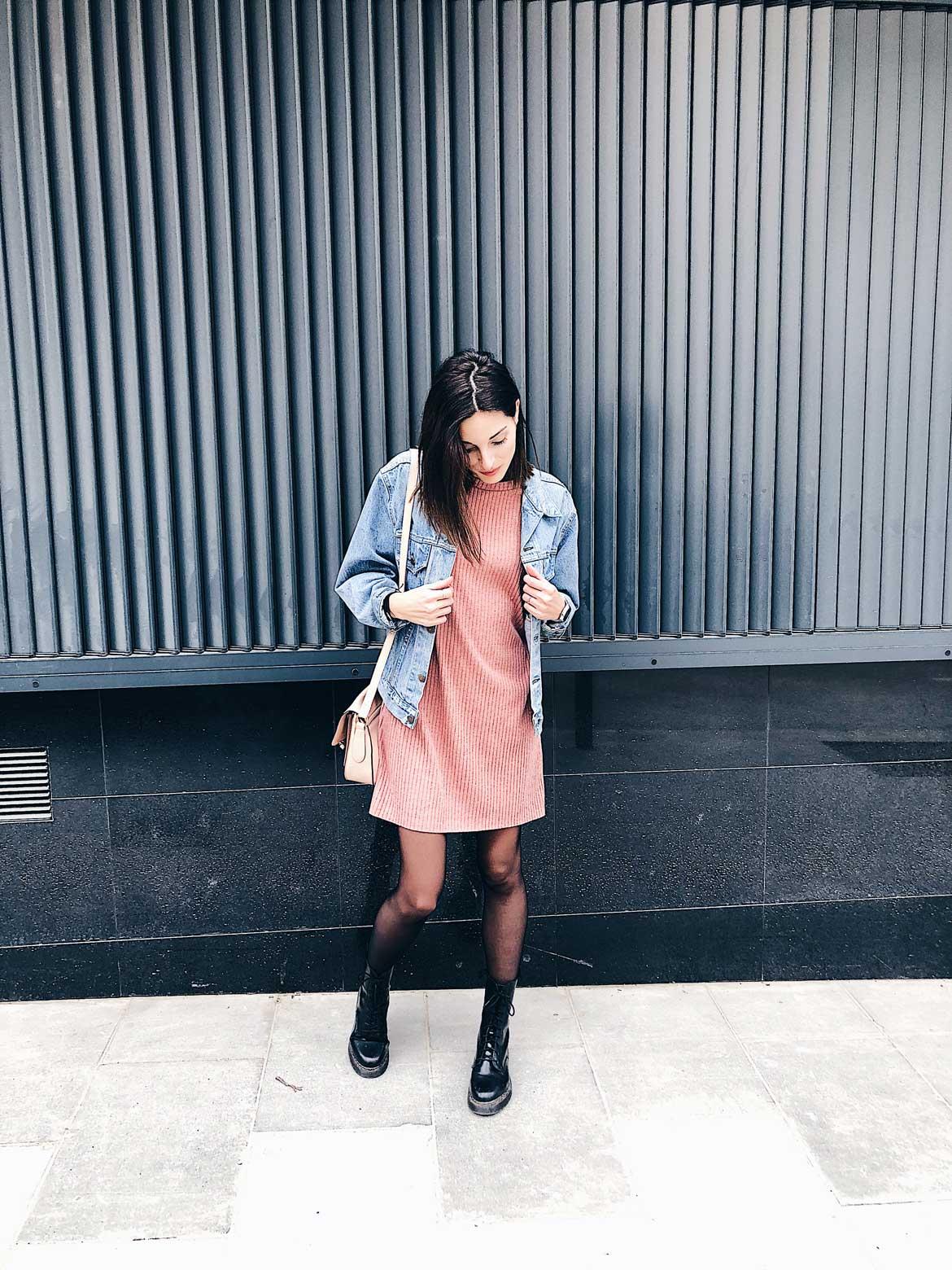 vestido y tejana